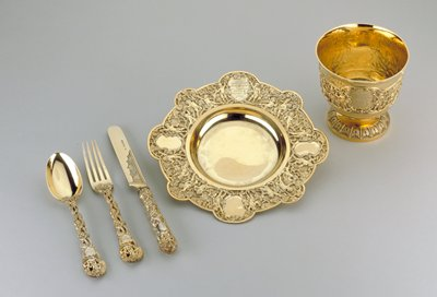 Christening set (George Adams), silver gilt, stored in own case; individual dims on cat. card (bowl, plate, knife, fork and spoon)