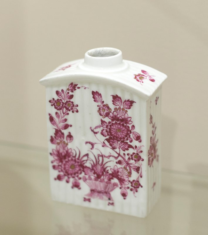 Bottle or tea caddy, ceramic-porcelain, German, XVIIIc cat. card dims 4-1/4 x 2-3/4 x 1-3/8'