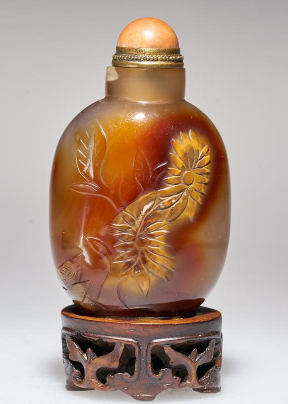 Snuff bottle. Agate. Coral top. Carved.
