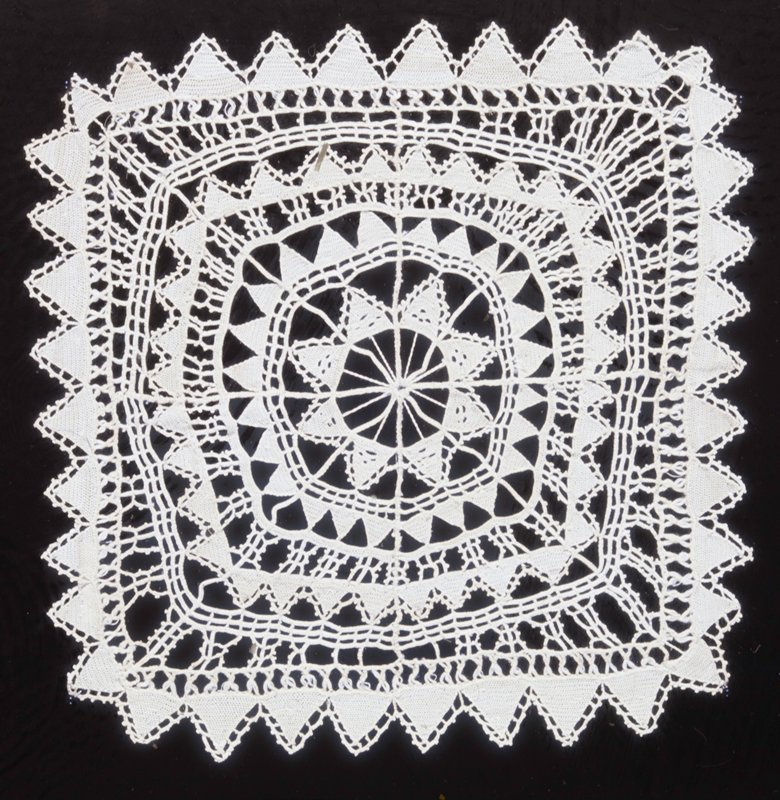 Doily of needlepoint lace. Syrian. Modern (XX c.)