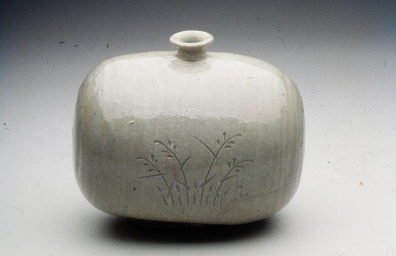 Vase barrel-shaped; incised underglazed design of waterfowl and grasses; porcelain, grey celadon