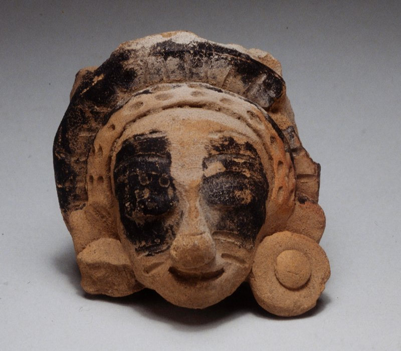 head, fragment, solid, unburnished buff clay, black chapopote marks, H.4 in.