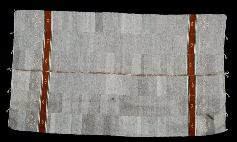 man's coverlet (Kasa Bounawa), wool, mushroom dye, African (Mali) stored in box; 'Simmons African'; (stored with 86.100.40) S85-92.; gray dye from mushroom (Domdi); used by men daily for either wear (over left shoulder) or as a blanket; gray color thought to resemble natural color of bush