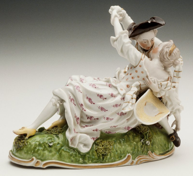Rococo oval base with moss applique