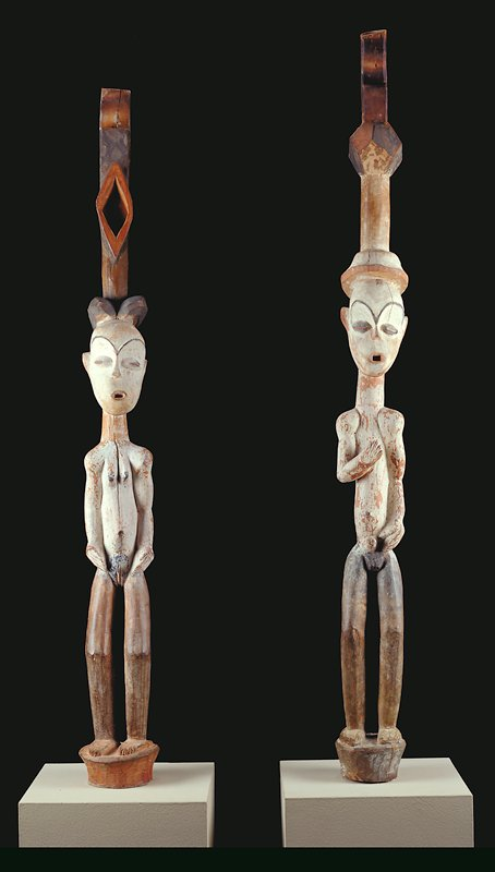 female figure (one of a pair of door posts), wood and pigment, Gabon, Fang or Tsogo, XIXc., Pahouin Group